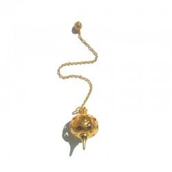 Pendule  métal ciselé doré